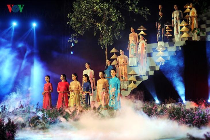Открылся Ханойский фестиваль женского платья «ао-зай» - ảnh 1