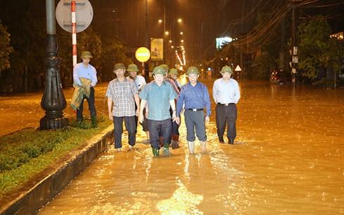 Во Вьетнаме мобилизованы все силы на ликвидацию последствий наводнения - ảnh 1