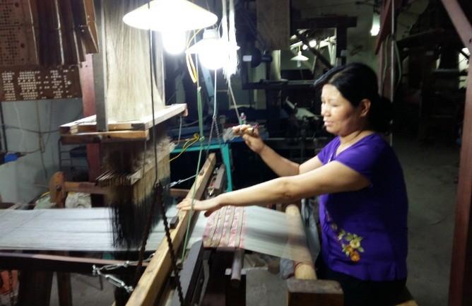 Шёлковое ткачество деревни Ванфук – ремесло с тысячелетней историей - ảnh 2
