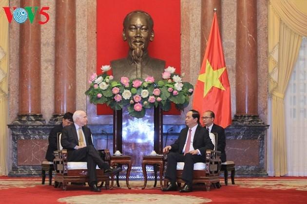 Президент Вьетнама принял американского сенатора Джона Маккейна - ảnh 2
