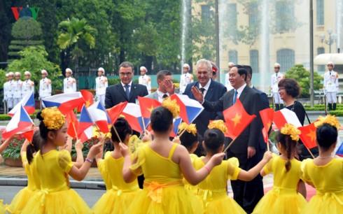 Вьетнам и Чешская Республика сделали совместное заявление - ảnh 1