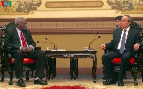 Секретарь парткома г.Хошимина принял спикера кубинского парламента - ảnh 1