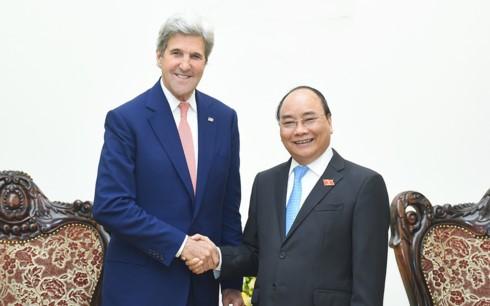 Премьер Вьетнама принял бывшего госсекретаря США Джона Керри - ảnh 1