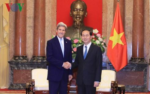 Президент Вьетнама принял бывшего госсекретаря США Джона Керри - ảnh 1