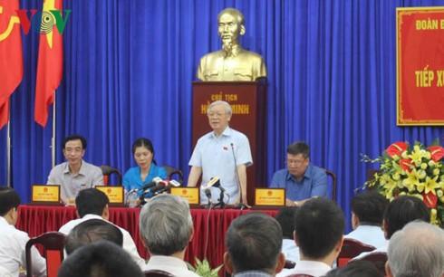 Генсек ЦК КПВ Нгуен Фу Чонг встретился с избирателями ханойского района Хайбачынг - ảnh 1