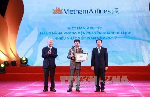 Вручены премии в области туризма Вьетнама 2017 - ảnh 2