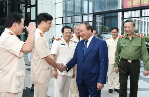 Премьер Вьетнама: необходимо строить силы народной милиции, отвечающие требованиям новых условий - ảnh 1