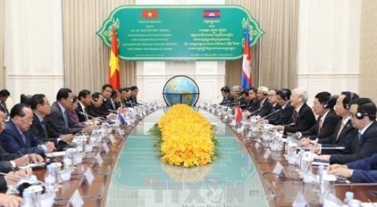 Вьетнам и Камбоджа сделали совместное заявление в ходе визита генсека ЦК КПВ Нгуен Фу Чонга - ảnh 1