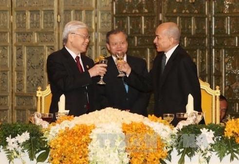 Стабильное и устойчивое развитие вьетнамо-камбоджийских отношений - ảnh 1