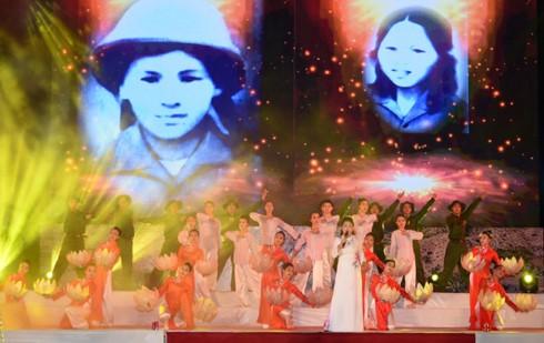 Нгуен Суан Фук принял участие в художественной программе «Священная земля Донглок» - ảnh 1