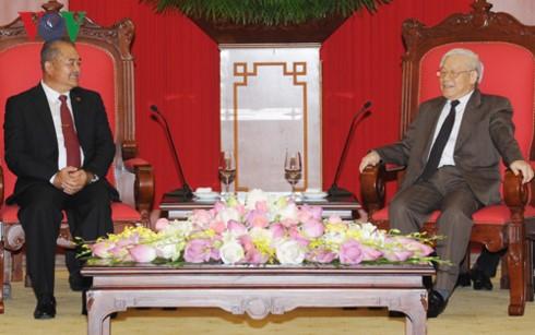 Генсекретарь ЦК КПВ принял делегацию НРПЛ и премьер-министра Мозамбика - ảnh 1