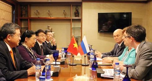 Тонг Тхи Фонг встретилась с вице-спикером Госдумы Ольгой Епифановой на полях АИПА-38 - ảnh 1
