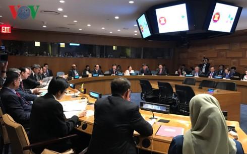 Главы МИД стран АСЕАН обсудили международные и региональные вопросы на полях сессии ГА ООН - ảnh 2