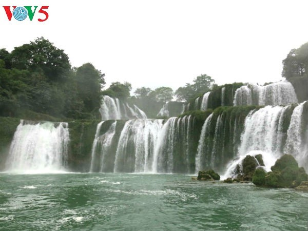 Открылись туристический фестиваль водопада Банжок и фестиваль пения Тхен - ảnh 1
