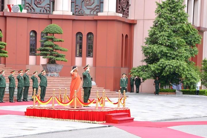 Министр обороны СРВ провёл переговоры с высокой военной делегацией Индии - ảnh 1