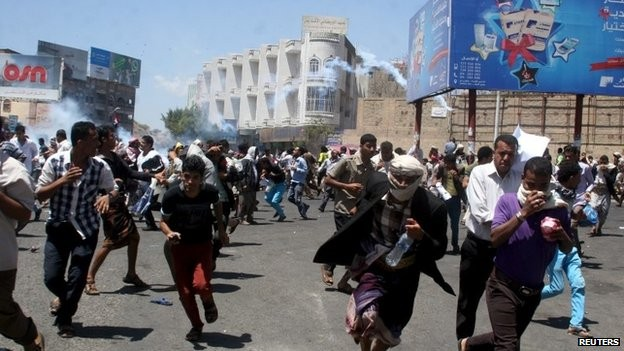 Houthi rebels seize key parts of Yemen's third-largest city - ảnh 1