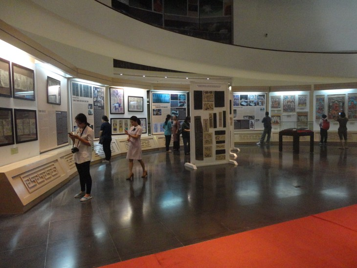 """""""12 typical kinds of Vietnamese folk paintings"""" exhibition  - ảnh 11"""