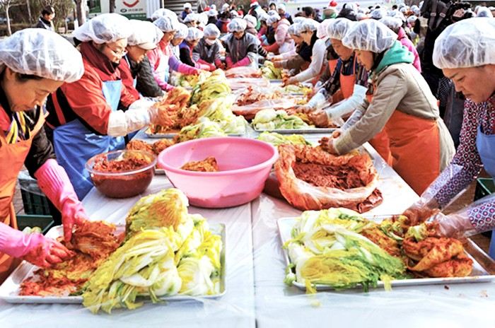 Kimjang culture of making and sharing Kimchi  - ảnh 1