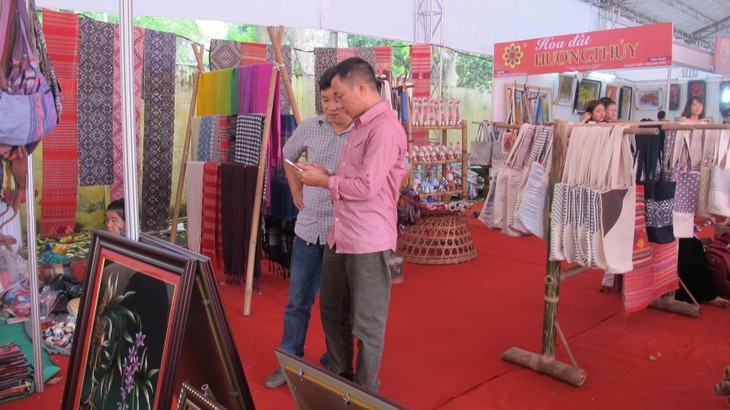 Vietnam Traditional Craft Village Tourism Festival 2016 at Thang Long Imperial Citadel  - ảnh 10