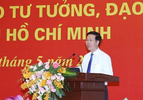 Promueven el seguimiento del ejemplo moral de Ho Chi Minh en el aparato político de Vietnam - ảnh 1