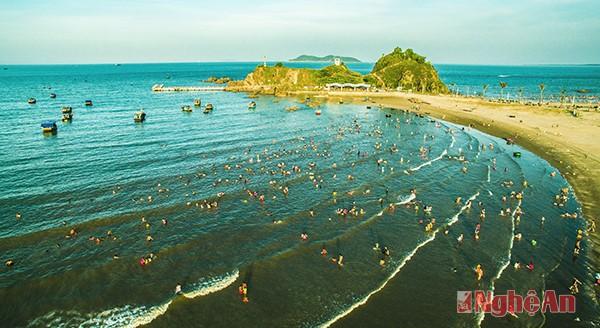 Playa de Cua Lo, zona de descanso atractivo en Nghe An - ảnh 1