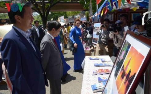 Celebran en Japón exposición fotográfica acerca de soberanía vietnamita en Mar Oriental - ảnh 1