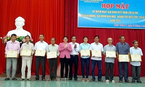 Localidades vietnamitas conmemoran el Día de la Familia - ảnh 1