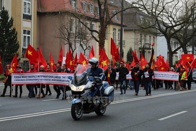 Vietnamitas en Europa solicitan incluir el tema del Mar Oriental en la agenda de la Cumbre del G20 - ảnh 1
