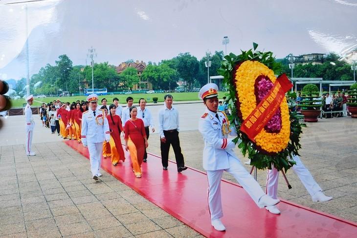 Homenaje al presidente Ho Chi Minh en el Día de la Independencia Nacional - ảnh 2