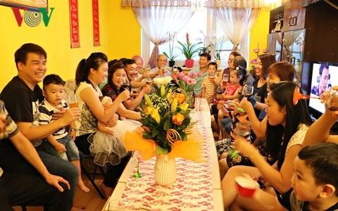 Vietnamitas de Hai Duong en República Checa contribuyen en gran parte a la comunidad nacional - ảnh 1