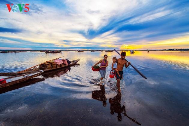 Momentos bellos de la antigua ciudad imperial de Hue - ảnh 5