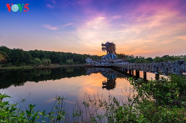 Momentos bellos de la antigua ciudad imperial de Hue - ảnh 6