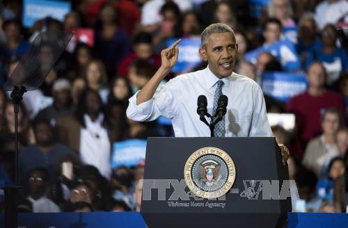 Obama critique le patron du FBI dans l'affaire des mails - ảnh 1