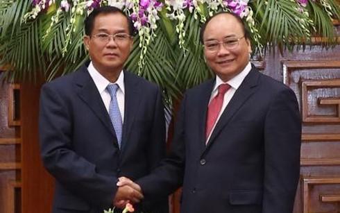 Nguyen Xuan Phuc : le Vietnam souhaite investir plus au Laos - ảnh 1
