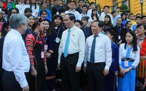 Tran Dai Quang rencontre des élèves de minorités ethniques - ảnh 1