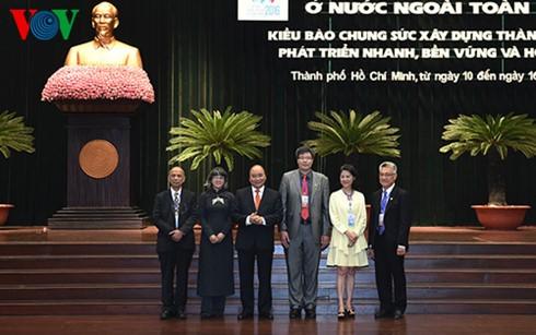 Le Premier ministre Nguyễn Xuân Phúc rencontre des Vietkieu exemplaires - ảnh 1