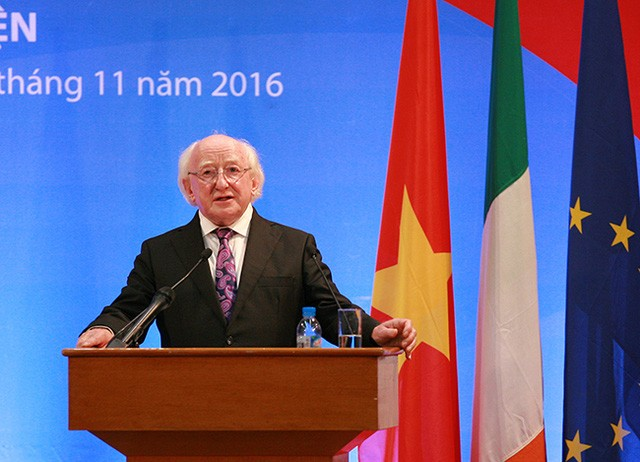 Le président irlandais termine sa visite au Vietnam  - ảnh 1