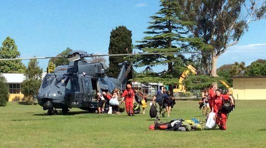Séisme en Nouvelle-Zélande : les touristes évacués par hélicoptère - ảnh 1