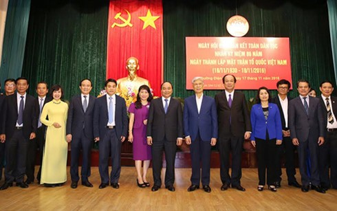 Des dirigeants à la fête de grande union nationale à Hanoi - ảnh 1