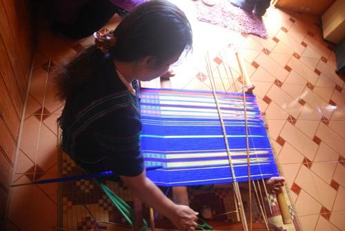 Le tissage de brocatelles chez les K'ho - ảnh 2