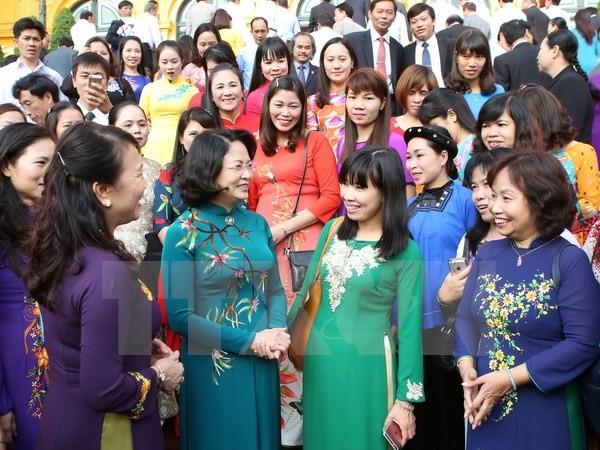 Dang Thi Ngoc Thinh rencontre des enseignants exemplaires - ảnh 1
