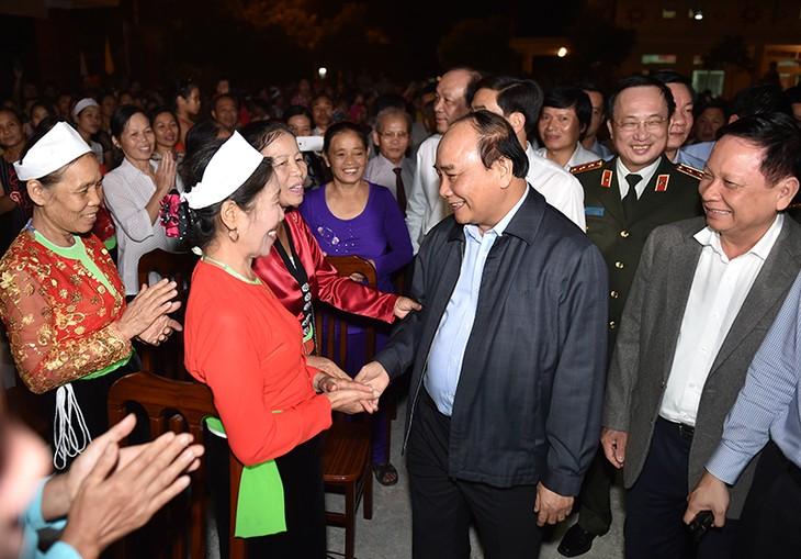 Nguyen Xuan Phuc à la fête de la grande union nationale à Hoa Binh - ảnh 1