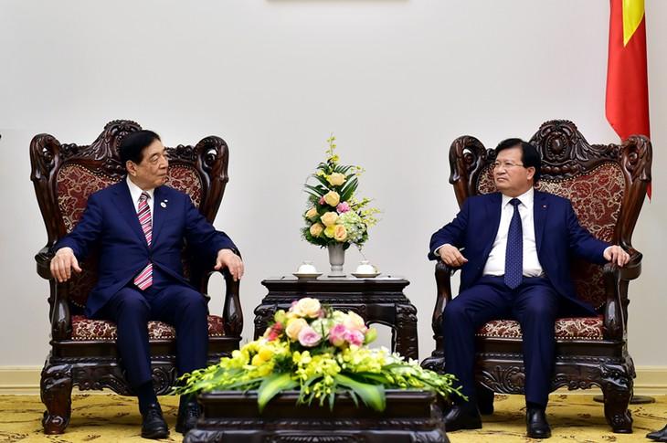 Le président de la FICR reçu par le vice-Premier ministre Trinh Dinh Dung - ảnh 1