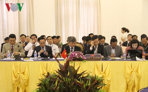 Conférence des hauts officiels Vietnam-Laos-Cambodge - ảnh 1