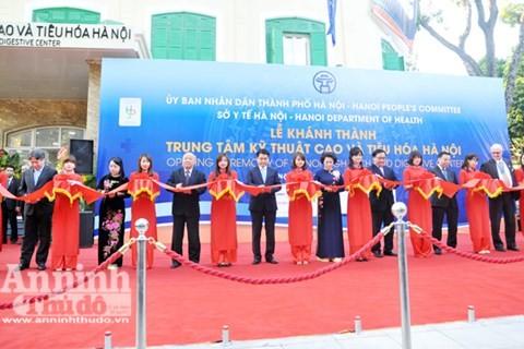 Inauguration du Centre de hautes techniques digestives de Hanoï - ảnh 1