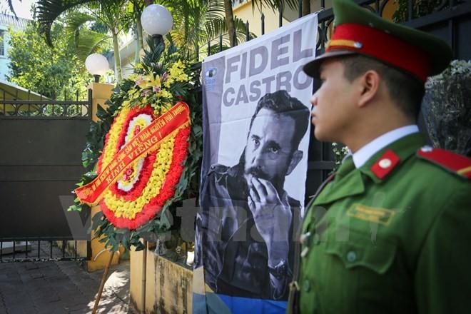 Décès de Fidel Castro : le Vietnam observe un jour de deuil national - ảnh 1