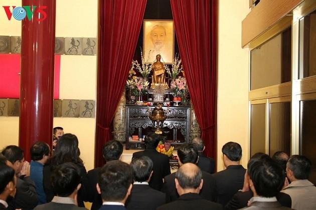 Le 127ème anniversaire de Ho Chi Minh célébré à l'étranger - ảnh 1