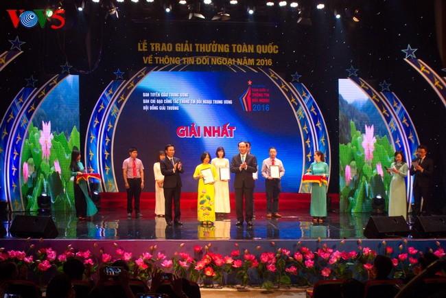 Remise du prix national de l'information pour l'étranger de 2016 - ảnh 1