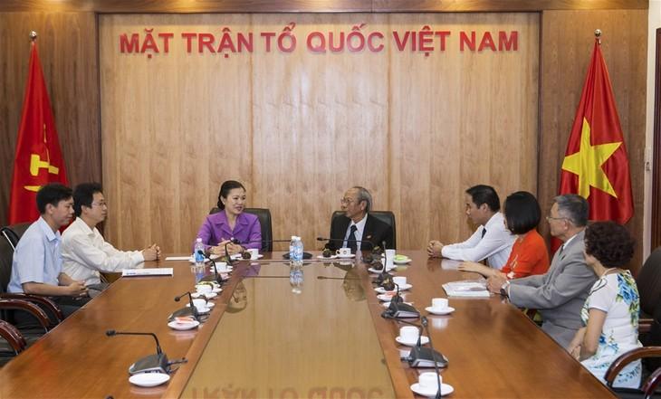 La vice-présidente du FPV reçoit les dignitaires du conseil spirituel du Baha'i Vietnam - ảnh 1