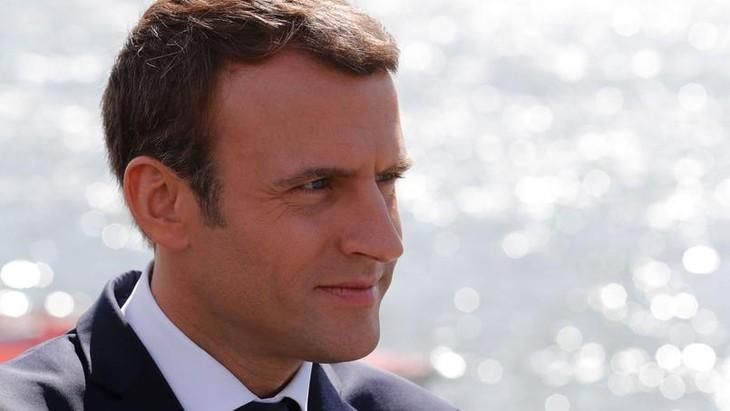 Chute d'Emmanuel Macron dans les sondages d'une ampleur quasi-inédite - ảnh 1